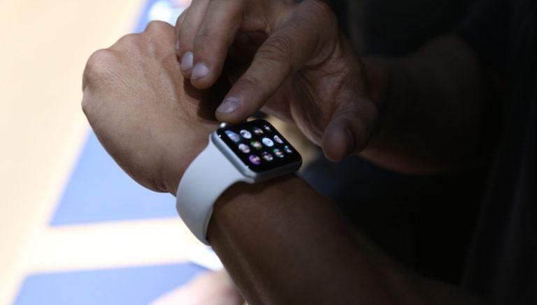Apple Watch Yeniden Nasıl Başlatılır veya Hard Reset Nasıl Atılır?