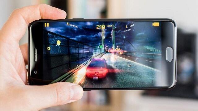 iPhone 7 Plus OnePlus 5 Ekran Karşılaştırması