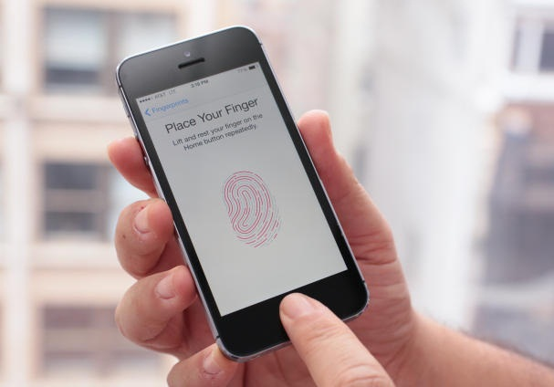 Touch ID'li iPhone ve iPad