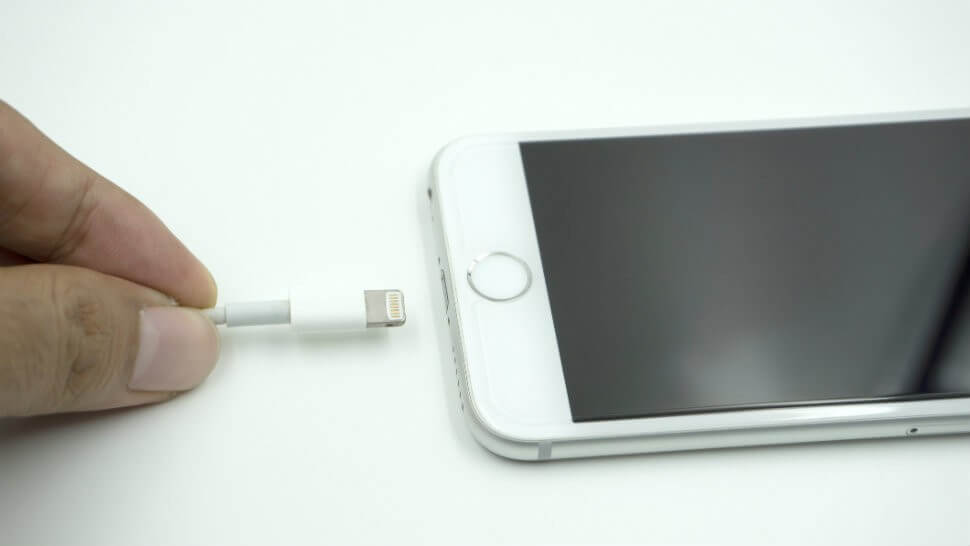 Şarj girişi olmayan iPhone